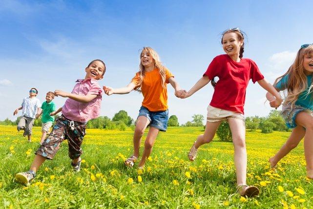 10 perces együttműködést fejlesztő játékok a szabadban